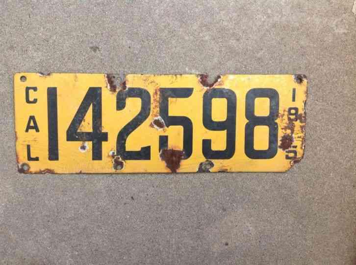 1915 California Original Porcelain 147433 License Plate