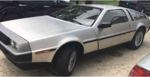 DeLorean DMC12 -- (1981)