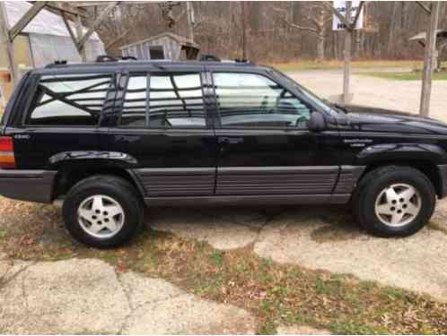 jeep grand cherokee laredo 1994 this listing is for a 4 0 awd this. Black Bedroom Furniture Sets. Home Design Ideas
