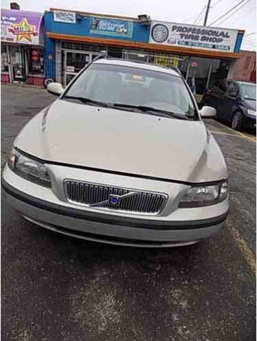 Saab 2 3 Turbo Engine Diagram as well 2002 Volvo S80 Owners Manual as well 2002 Volvo S60 Fuse Box Location together with Fuses And Fuse Boxes besides  on 2004 volvo s40 t5 fuse box