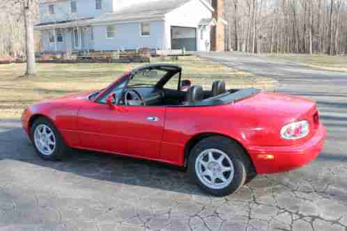 mazda mx 5 miata 1994 for sale convertible this car is newly painted. Black Bedroom Furniture Sets. Home Design Ideas