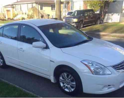 nissan altima 2011 selling a hybrid with 27 500 with. Black Bedroom Furniture Sets. Home Design Ideas
