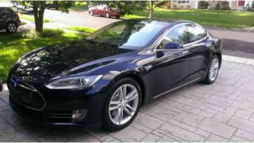 tesla model s 2013 for ale i a ued w 40 kwh battery and a range of. Black Bedroom Furniture Sets. Home Design Ideas