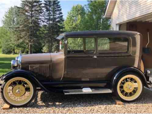 1929 Ford Model A Dark brown trim with yellow pin striping