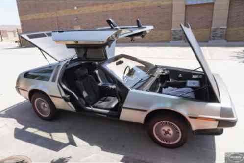 1981 DeLorean DMC-12 Gullwing