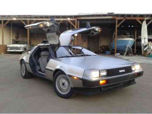 DeLorean DMC-12 (1982)