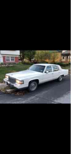 Cadillac Brougham White (1990)