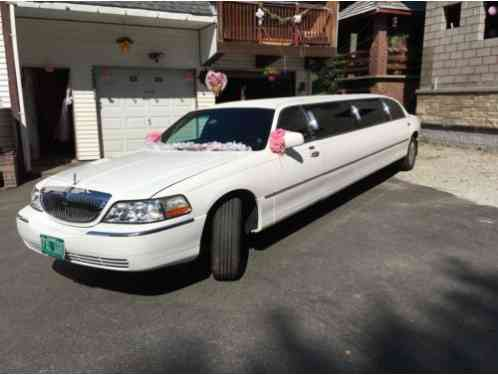 Lincoln Town Car LIMO (2005)