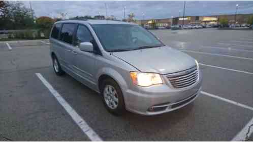 Chrysler Town & Country Touring (2012)