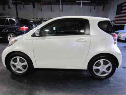 Scion iQ Hatchback 2D (2012)
