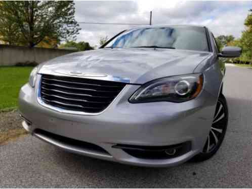 2013 Chrysler 200 Series Touring