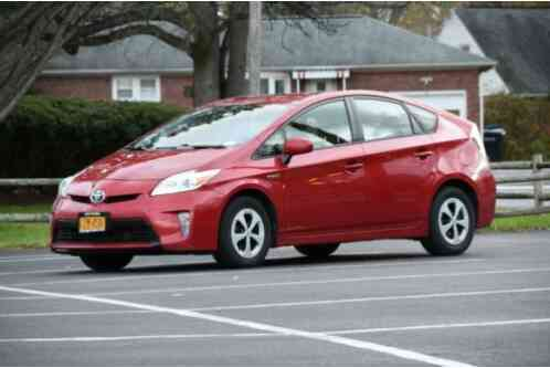 Toyota Prius Two Hatchback 4D (2015)