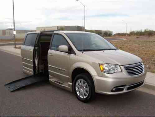 2016 Chrysler Town & Country Touring Wheelchair Handicap Mobility