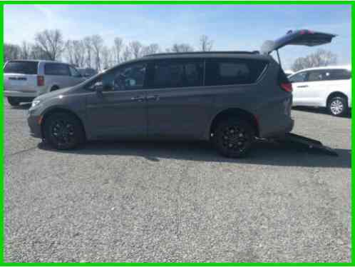 2021 Chrysler Pacifica Touring Wheelchair Handicap Accessible