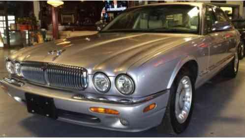 Marvelous 2000 Jaguar XJ8 Vanden Plas