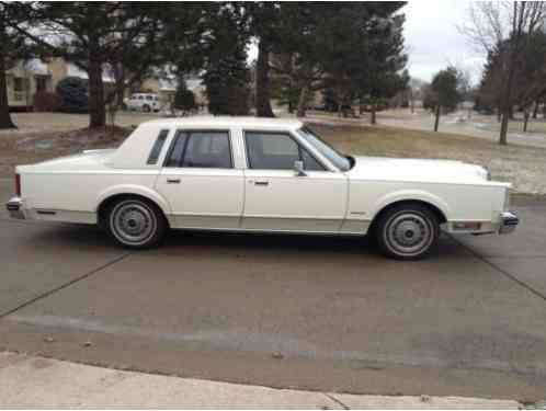 Lincoln Town Car 1982 This Is A White Exterior Is In Excellent Car