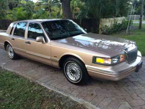 Lincoln Town Car 1996 Brown With Tan Leather Interior Excellent