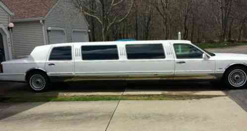 Lincoln Town Car Limousine Limo 1995 Up For Auction Is A It S White