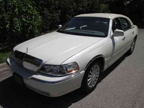 Lincoln Town Car 2005 I Have A White With A Beige Rag Top Presidential