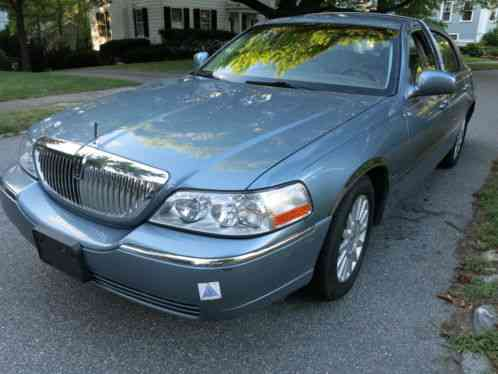 Lincoln Town Car 2003 Rare Presidential Series Low Mileage Car For