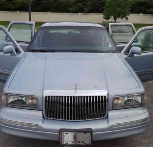 Lincoln Town Car Signature Series 1997 Selling Parents At No Reservelow