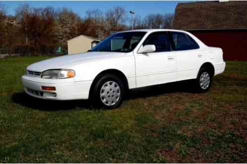 toyota camry le 1996 great running low miage 4 dr sedan white grey toyota camry le 1996 great running low